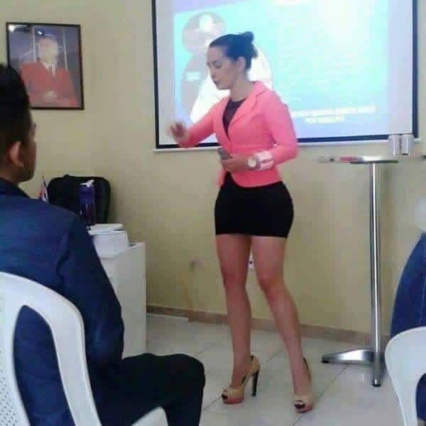 image Joven colombiana con gran areolas disfrutando su consolador