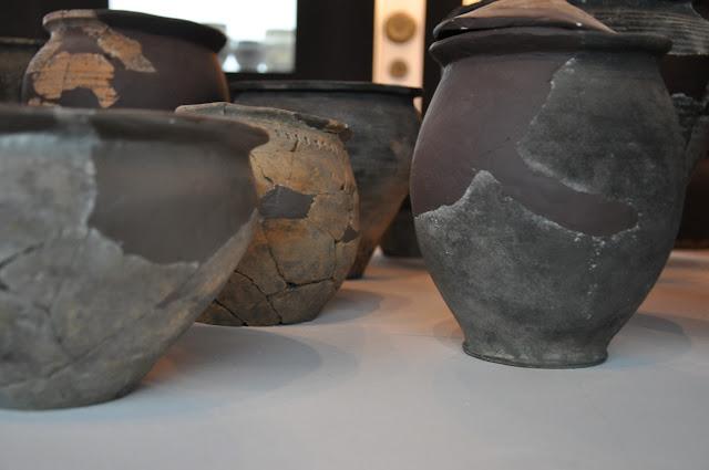 ceramika wczesnośredniowieczna z Ostrowa Lednickiego i Dziekanowic