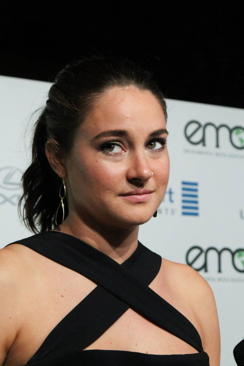 Hollywood Model Shailene Woodley Chubby Cheeks Face Closeup