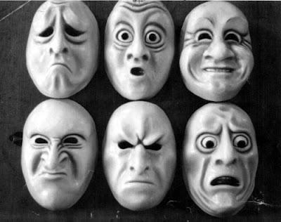 Máscaras de pessoas estranhas