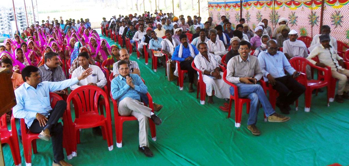 Farmers-day-seminar-180-members-distribution-agricultural-equipment-mla-jhabua-कृषक संगोष्ठी एवं प्रक्षेत्र दिवस पर विधायक ने 180 किसानों को कृषि उपकरण का किया वितरण