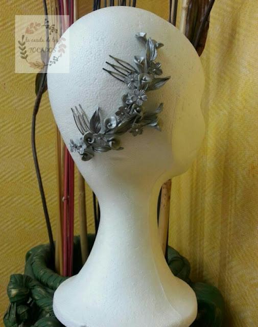 tocado de porcelana para novia o invitada perfecta en color plata