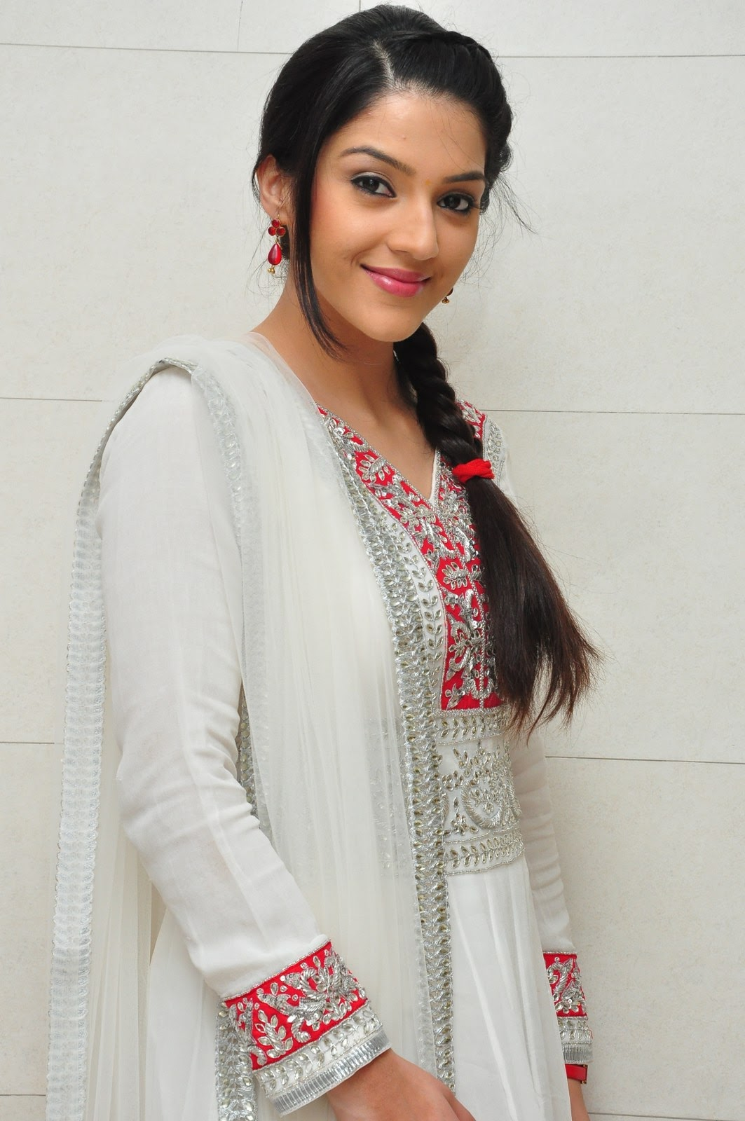 Kvpg heroine Mehreen photos-HQ-Photo-16