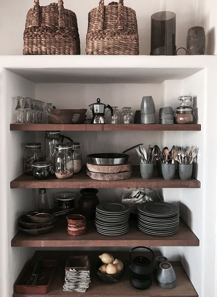 Villa Son Font in Mallorca | Open kitchen shelves