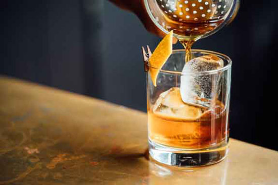whiskey cocktail old fashioned manhattan