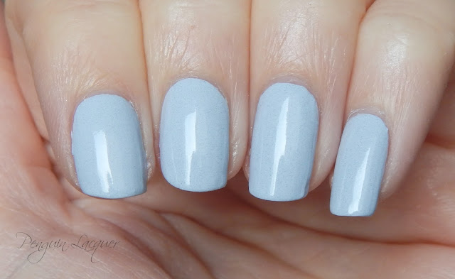 essence coast'n'chill nail polish 03 listen to the sound of the waves nah