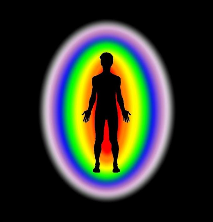 ¿Qué significa un arco dorado encima del aura humana de los horóscopos?
