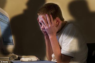 waspadai cyberbullying [esai edukasi]