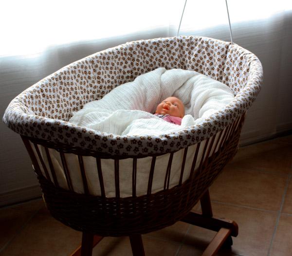 nestbau teil 1 ein neues nestchen f r den stubenwagen mein gewisses etwas. Black Bedroom Furniture Sets. Home Design Ideas