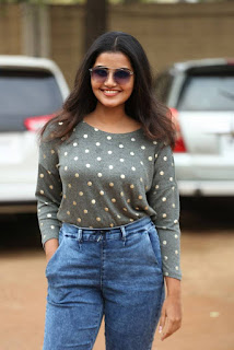 Malayalam Actress Anupama Parameshwaran In Tight Blue Jeans (4)