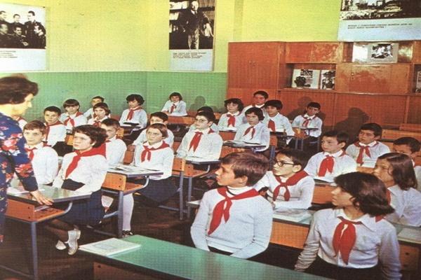 Как някога в  училище класният ни пердашеше възпитателно