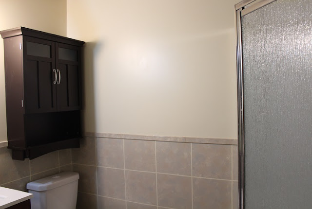 Faux Painting Ceramic Tile Walls in a Bathroom