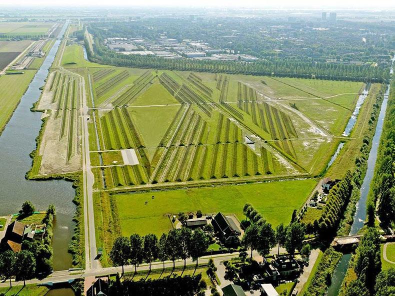 Cómo el aeropuerto de Ámsterdam lucha contra la contaminación acústica con el arte de la tierra