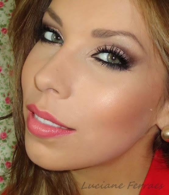 Maquiagem de festa para usar com vestido vermelho