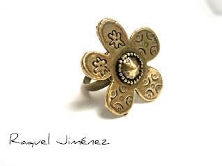 anillo hippie con flor
