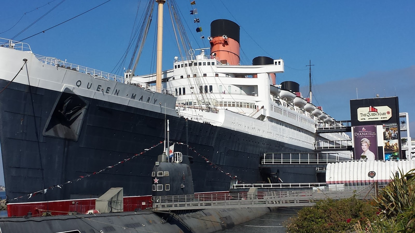 The Queen Elizabeth Was Built At Same Time As Her Running Mate Mary A Magnificent Ocean Liner And Today Serves Hotel In Long Beach
