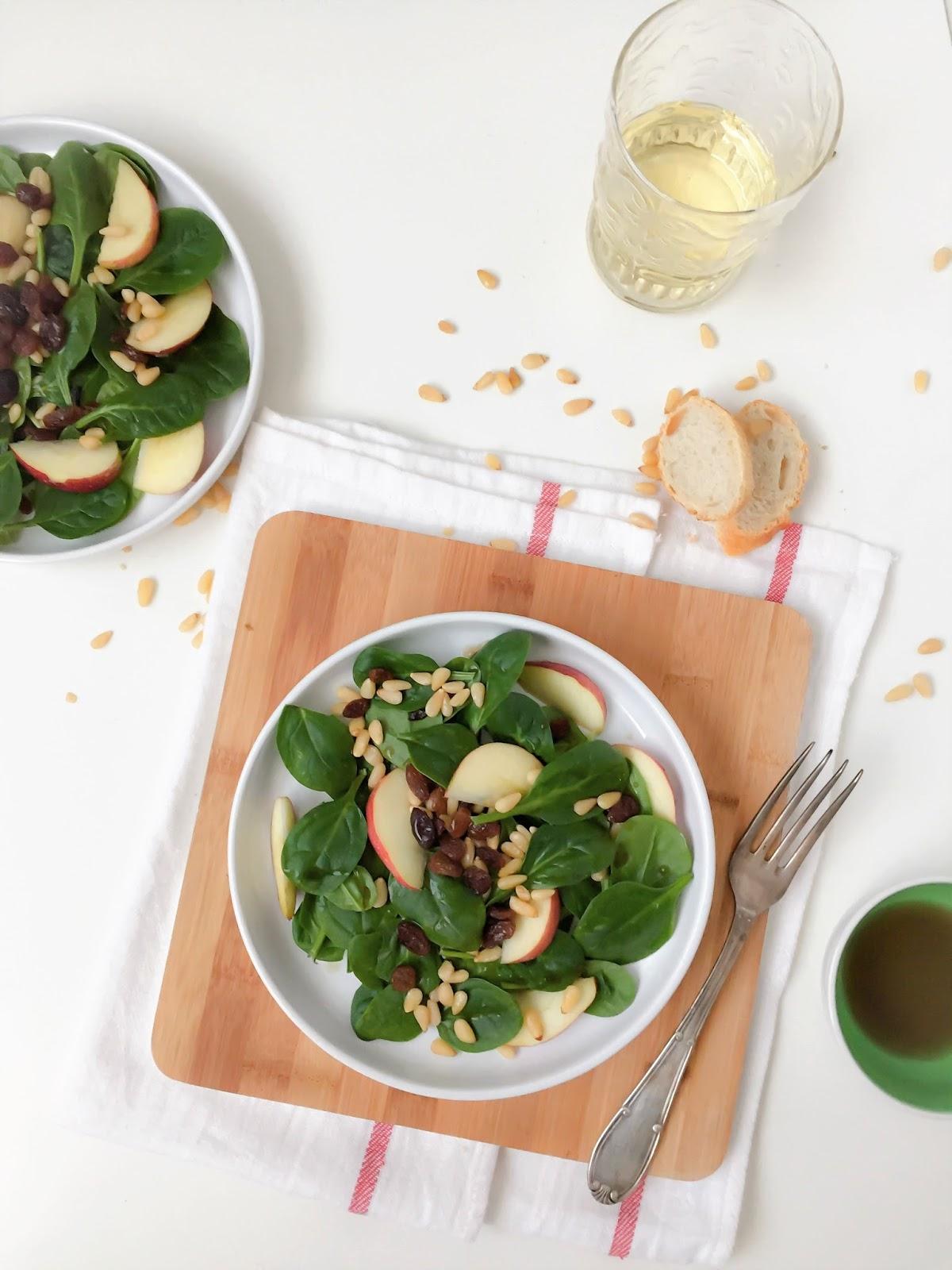espinacas con uvas pasas y pinones