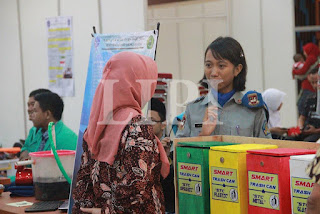 27. Gede Herry Arum Wijaya dan Ni Putu Gita Naraswati dari SMA Negeri Bali Mandara dengan Judul Karya Smart Trash Can