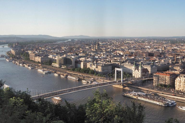 Panorama sur la ville de Budapest depuis le Mont Gellért
