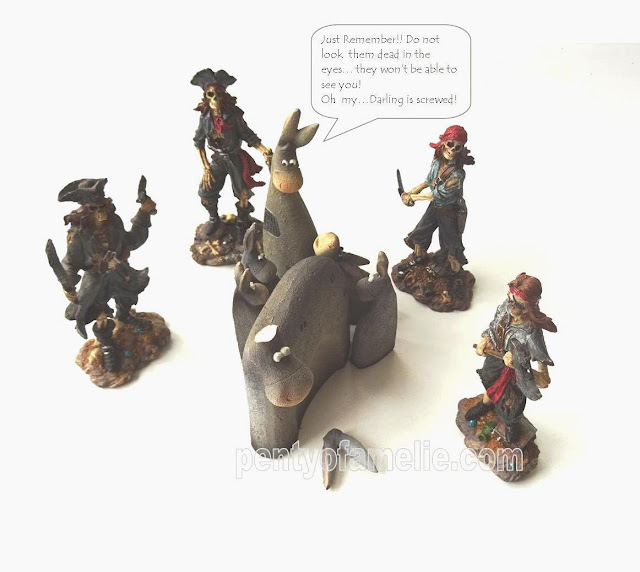 "pretty ""Nânours"" Donkey family trapped by Pirates tablescape just for fun"