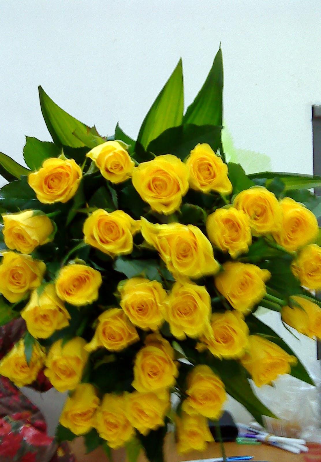 Phồn Vinh: Bó hoa hồng vàng