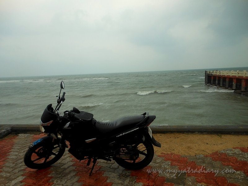 A bike stares at Villondi Teertham, Rameshwaram