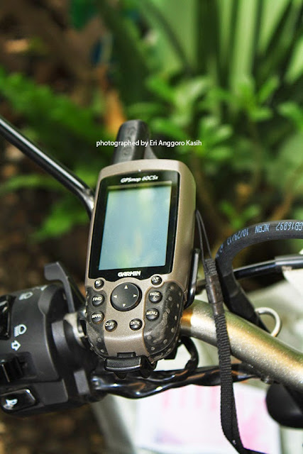 GPS Garmin 60CSx terpasang di handle bar