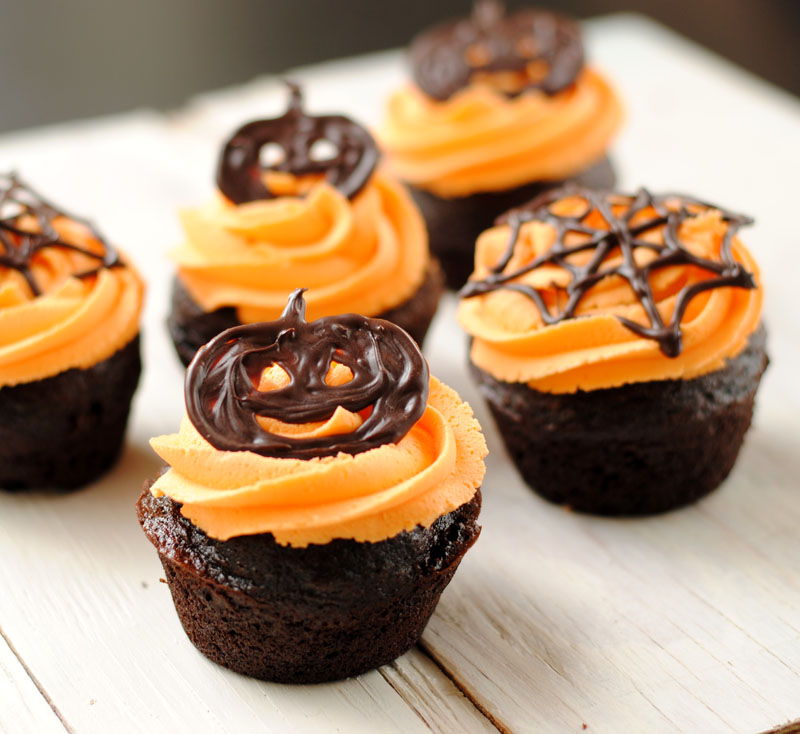 Leanne Bakes: Halloween Cupcakes