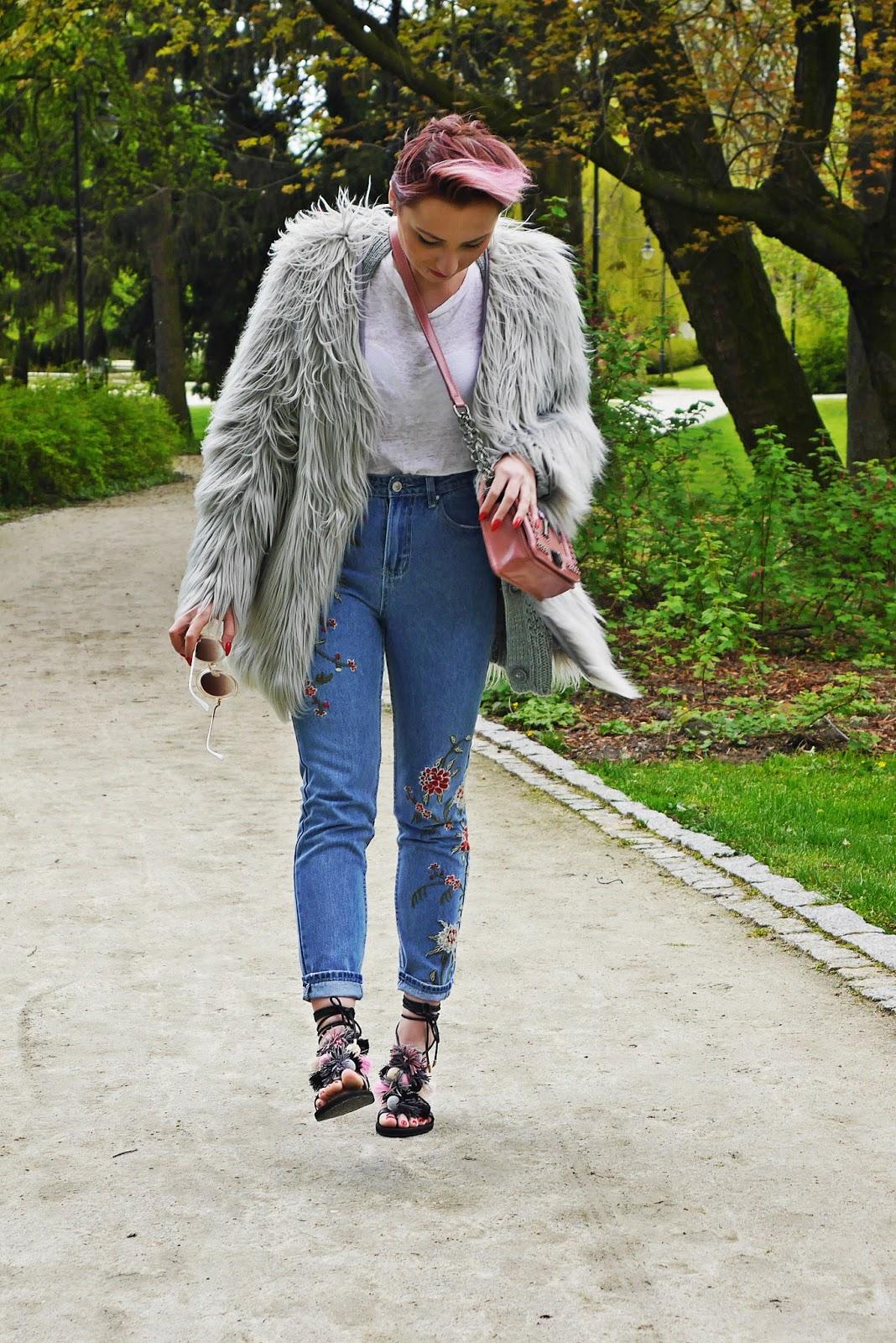 pompon_sandals_dresslily_ootd_look_karyn_blog_gray_fur_mama_jeans_020517d