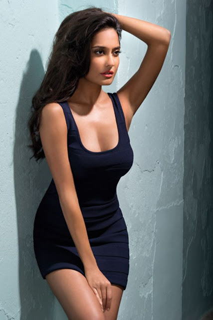 Hot Lisa Haydon Picture