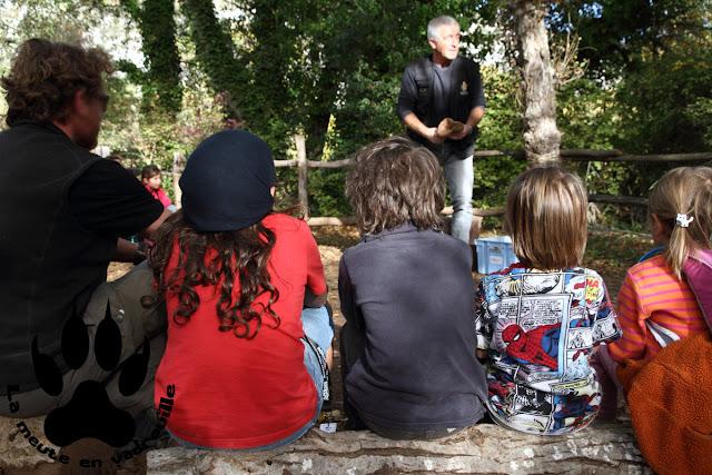 louveteaux-animation-faire-feu-percussion-village-prehistorique