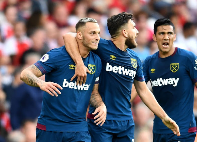 Arnautovic celebrate his goal with Snordgrass during Arsenal vs West Ham at the Emirates stadium on August 25 2018