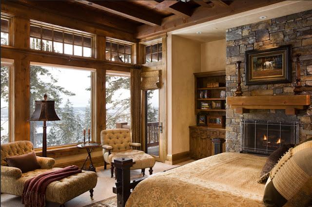 Rustikale-schlafzimmer-mit-Kamin-inklusive-bequeme-Liegestühle