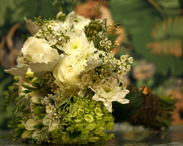 bride+groom+peter+pan+themed+neverland+wedding+tinker+bell+fairytale+princess+wendy+darling+captain+hook+fairy+dust+green+rustic+andy+sams+photography+230 - Neverland