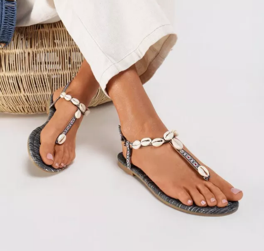 Sandale moderne negre fara toc co imprimeu aztec si accesorii albe