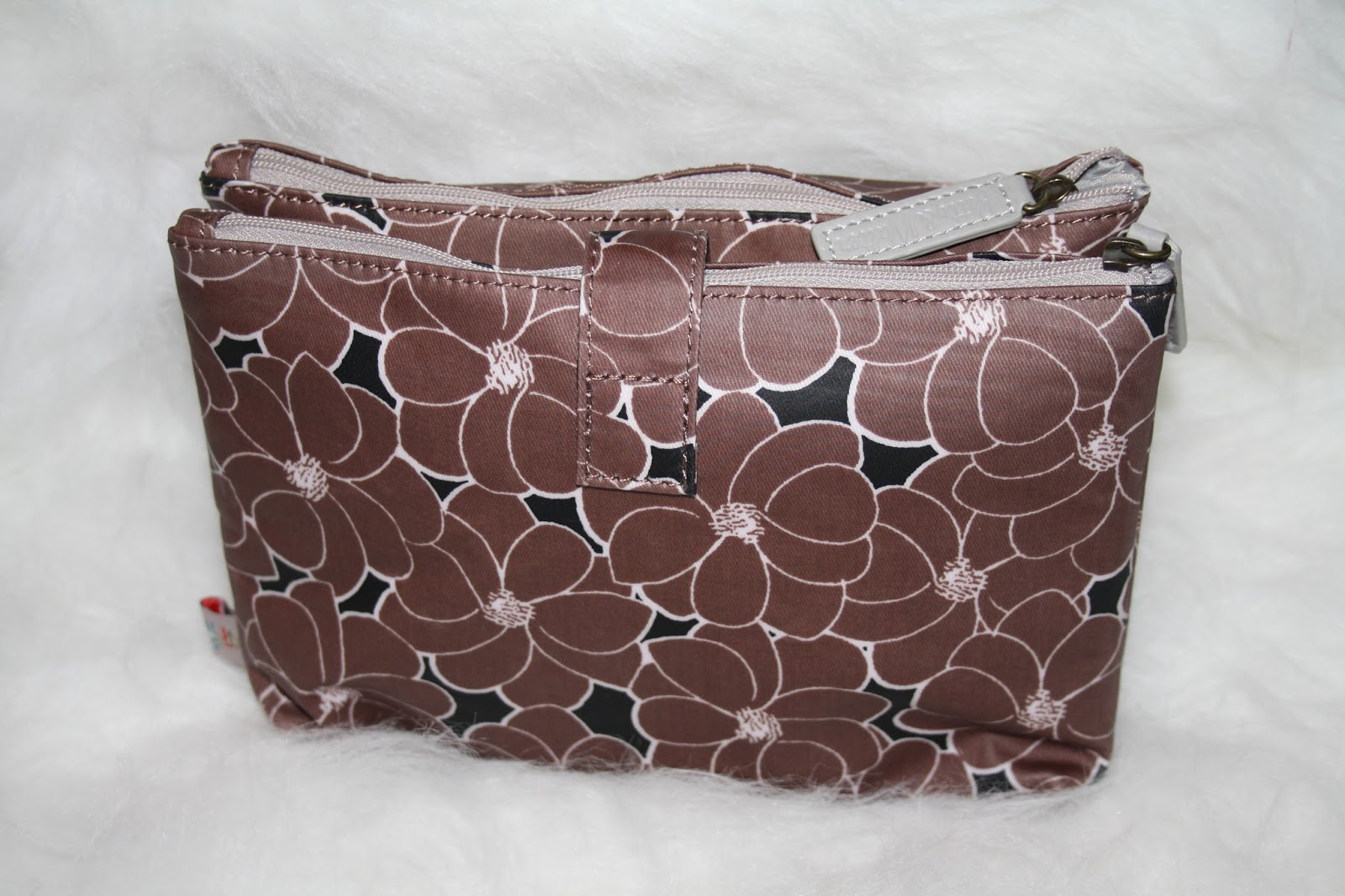 Betty & Walter Geranium Brandy Meringue Double Wash Bag