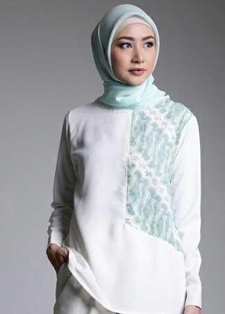 Model batik atasan kombinasi kain polos untuk muslimah