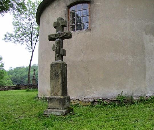 Krzyże z lat 1860-1885 obok Cerkwi w Chyrowej.