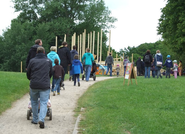 Zu Fuß geht es am besten! 15 nützliche Tipps für einen entspannten Besuch von Großveranstaltungen mit Kindern