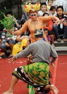 Tari Joged Bumbung Bali antara Kesenian dan Pornografi ...