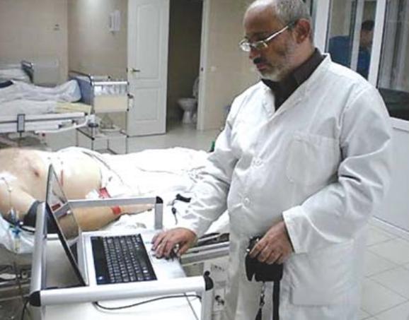 Обстеження за допомогою розробленого в НАН України програмно-апаратного комплексу пораненого учасника бойових дій у відділенні реанімації Головного військового клінічного госпіталю