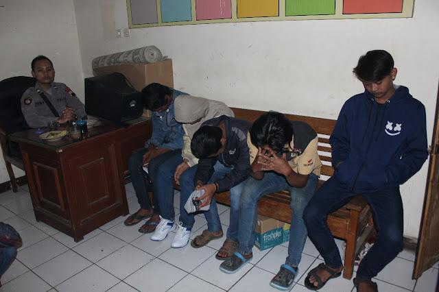 Pesta Miras, 10 Pemuda Karanganyar Diamankan Polisi. Tersangka Mewek dan Mengaku Tobat karena ini