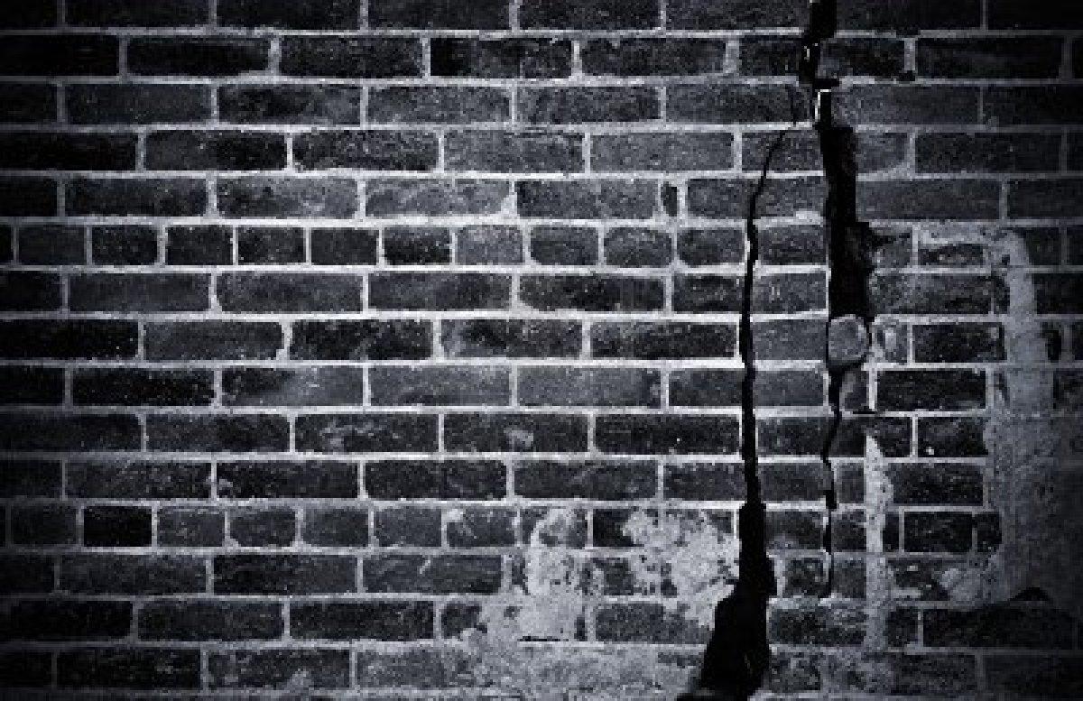 brick wall black white 2017