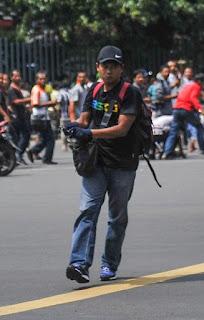 Foto Pelaku Memakai Topi Hitam