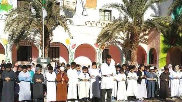 ضجة بالجارة الجزائر بسبب قرار منع الصلاة بالمدارس