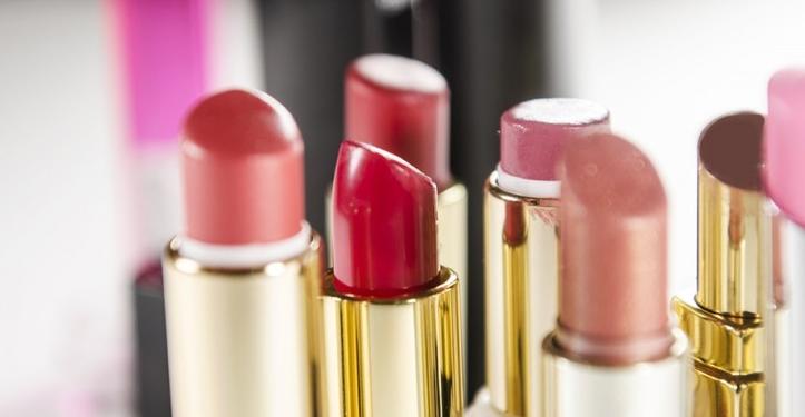 Cara Pilih Lip Balm Yang Bagus Dan Baik Untuk Memerahkan Bibir