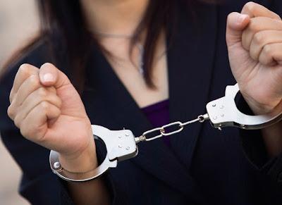 Συνελήφθησαν 74χρονη και 32χρονη με καταδικαστικές απόφασεις για απάτη