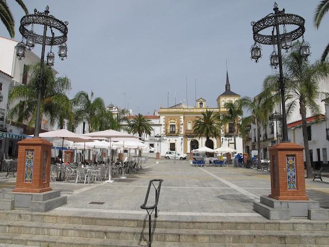 Una de las plazas principales de Valverde del Camino