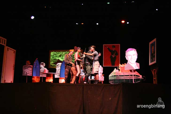 anekdot idiot teater indonesia