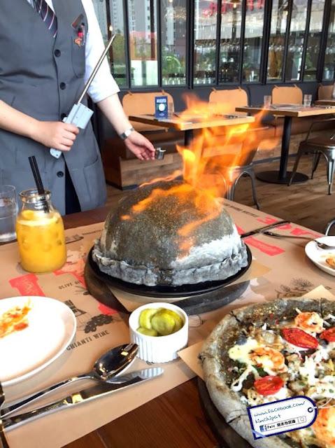 【韓美食】江南。搶先介紹 - 會噴火的爆彈 Bomba Pizza - THE PLACE (附地址)